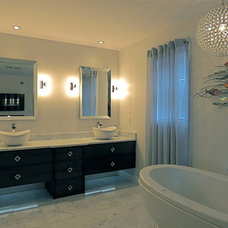 Modern Bathroom by Ray Frizzell Design