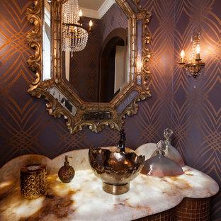 Mittelgroßes Mediterranes Badezimmer mit lila Wandfarbe und Aufsatzwaschbecken in Dallas