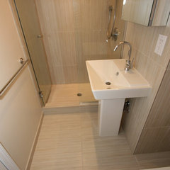 modern bathroom by Design Build 4U Chicago
