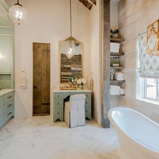 На фото: большая главная ванная комната в стиле кантри с фасадами в стиле шейкер, бирюзовыми фасадами, отдельно стоящей ванной, бежевыми стенами, врезной раковиной, белым полом, белой столешницей, душем в нише, мраморным полом, мраморной столешницей и открытым душем с