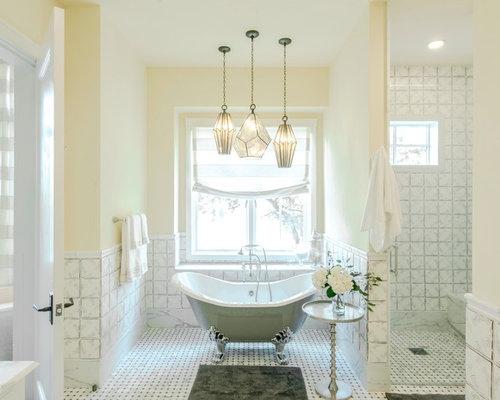 Stanza da bagno in campagna con pareti gialle foto idee