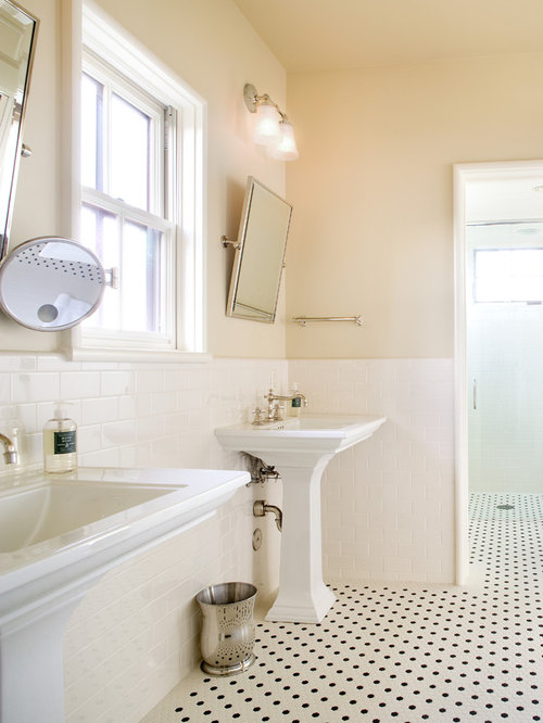 Bathroom design ideas renovations photos with a for Yellow tile bathroom paint colors
