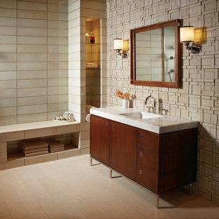 Bathroom photo in Chicago