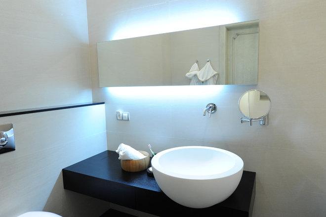Contemporary Bathroom by Gauhar ZH