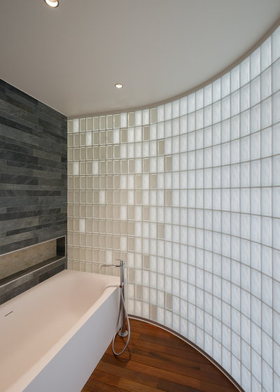 Современный Ванная комната by Kerimov Architects