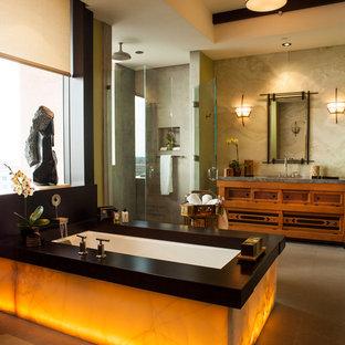 Diseño de cuarto de baño principal, de estilo zen, grande, con armarios con paneles empotrados, puertas de armario de madera oscura, bañera encastrada sin remate, ducha esquinera, baldosas y/o azulejos beige, baldosas y/o azulejos de mármol, paredes beige, suelo de piedra caliza, lavabo bajoencimera, encimera de mármol, suelo beige y ducha con puerta con bisagras