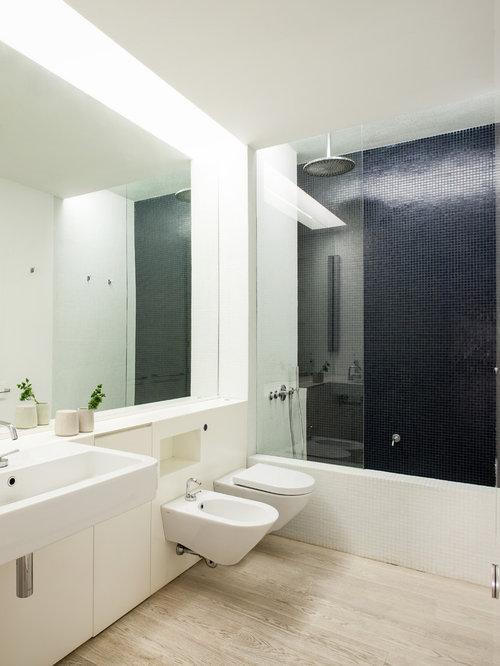 Scandinavian Bathroom Design Ideas Renovations Photos With Light Hardwood Flooring