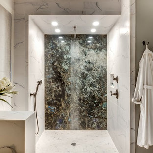 Ispirazione per una grande stanza da bagno padronale design con top in marmo, doccia aperta, piastrelle grigie, piastrelle in ceramica, pareti grigie, pavimento con piastrelle in ceramica e doccia aperta