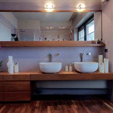 Contemporary Bathroom by Diego Bortolato