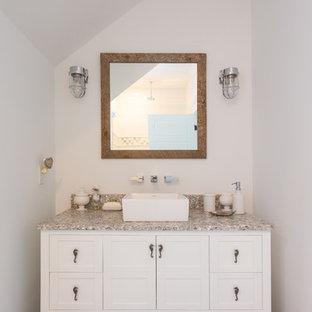 Esempio di una piccola stanza da bagno con doccia stile marinaro con consolle stile comò, ante bianche, pareti bianche, pavimento in cementine, lavabo a colonna, top alla veneziana, pavimento beige e top multicolore