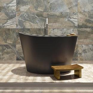 Idéer för att renovera ett litet orientaliskt en-suite badrum, med ett japanskt badkar