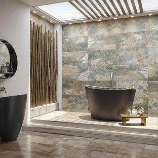 Exempel på ett litet asiatiskt en-suite badrum, med ett japanskt badkar