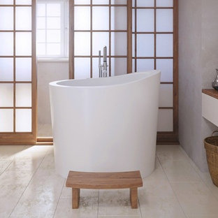 Small asian master japanese bathtub photo in Miami