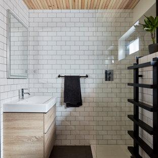 Inspiration pour une petit salle d'eau design avec une baignoire posée, une douche d'angle, un WC à poser, un carrelage blanc, des carreaux de céramique, un mur blanc, un sol en ardoise, une grande vasque, un sol gris, aucune cabine, meuble simple vasque, meuble-lavabo sur pied, un plafond en lambris de bois, un placard à porte plane, des portes de placard en bois clair et un plan de toilette blanc.