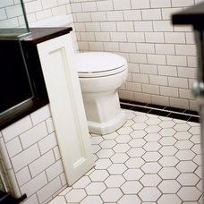 Traditional Bathroom by atomic * design