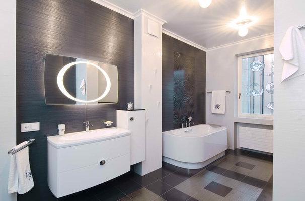 Eclectic Bathroom by S-Studio
