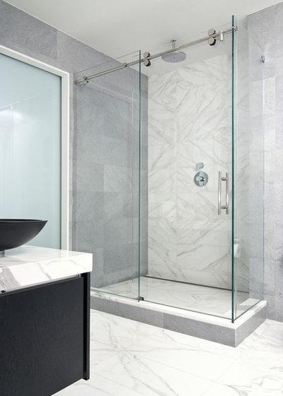 Moderno Cuarto de baño by Artistic Tile