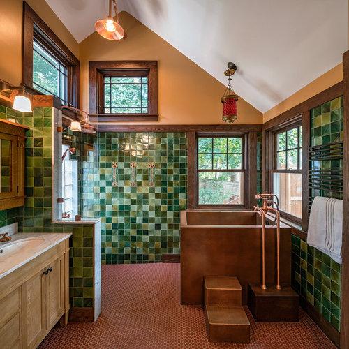 Rustikale Badezimmer mit verzierten Schränken - Design ...