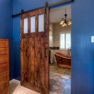 セントルイスの巨大なおしゃれなマスターバスルーム (シェーカースタイル扉のキャビネット、濃色木目調キャビネット、置き型浴槽、アルコーブ型シャワー、一体型トイレ、マルチカラーのタイル、磁器タイル、ベージュの壁、セラミックタイルの床、アンダーカウンター洗面器、珪岩の洗面台) の写真
