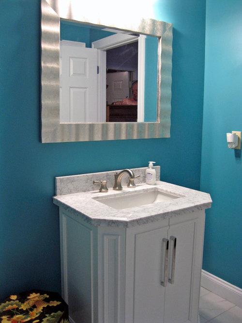 Salles de bains et wc asiatiques avec un placard porte for Taille moyenne salle de bain