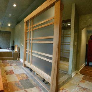 Foto de cuarto de baño principal, de estilo zen, con armarios tipo mueble, puertas de armario de madera clara, ducha abierta, baldosas y/o azulejos multicolor, baldosas y/o azulejos de pizarra, lavabo sobreencimera, encimera de cobre y ducha abierta