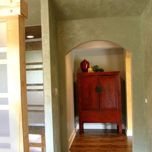 Imagen de cuarto de baño principal, asiático, con armarios tipo mueble, puertas de armario de madera clara, ducha abierta, baldosas y/o azulejos multicolor, baldosas y/o azulejos de pizarra, lavabo sobreencimera, encimera de cobre y ducha abierta