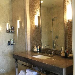 Idee per una stanza da bagno per bambini etnica di medie dimensioni con ante marroni, doccia alcova, piastrelle beige, piastrelle a mosaico, pavimento in marmo e lavabo a bacinella