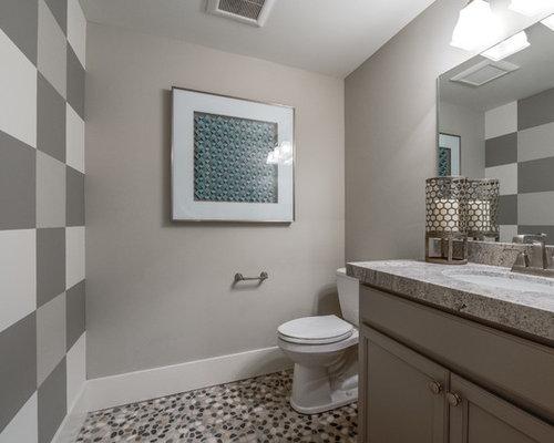 Stanza da bagno con pavimento con piastrelle di ciottoli salt lake