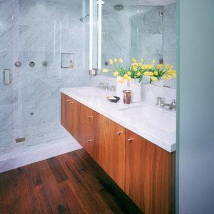 デンバーのモダンスタイルのおしゃれな浴室の写真
