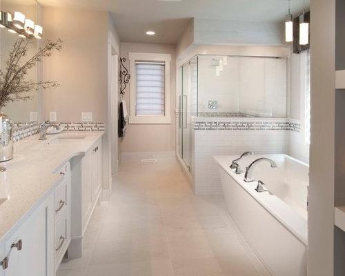 Großes Klassisches Badezimmer En Suite Mit Metrofliesen, Schrankfronten Im  Shaker Stil, Weißen Schränken