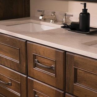 Immagine di una stanza da bagno padronale chic di medie dimensioni con consolle stile comò, ante in legno scuro, piastrelle beige, pareti beige, pavimento in sughero, lavabo sottopiano, top in superficie solida, pavimento marrone e top beige