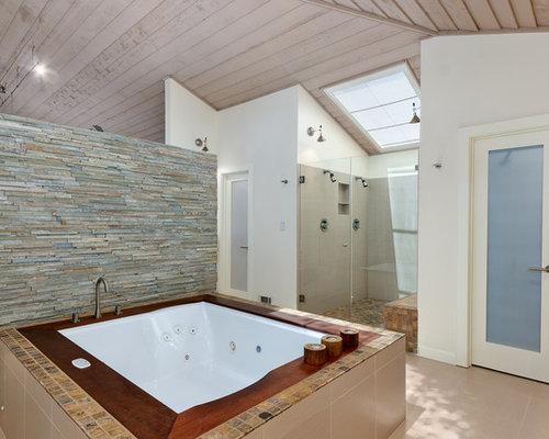 Stacked stone tub surround houzz for Bathroom ideas jacuzzi