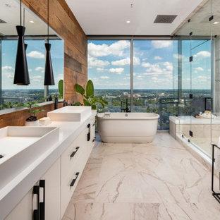 Photo of an eclectic bathroom in Atlanta.