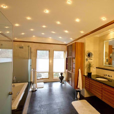 Modern Bathroom by Daniel M Martin, Architect LLC