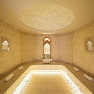 Ispirazione per una sauna design di medie dimensioni con vasca freestanding, piastrelle beige, piastrelle in terracotta, pareti beige, pavimento in terracotta e pavimento beige