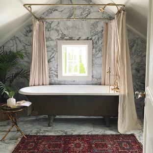 На фото: ванная комната среднего размера в стиле современная классика с ванной на ножках, душем над ванной, биде, разноцветной плиткой, мраморной плиткой, бежевыми стенами, мраморным полом, консольной раковиной, мраморной столешницей, шторкой для душа, тумбой под одну раковину и панелями на стенах с