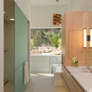 Diseño de cuarto de baño vestidor, moderno, con bañera exenta