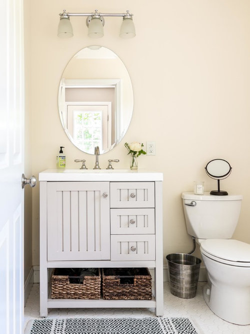 salle de bain avec un lavabo int gr et un placard porte persienne photos et id es d co de. Black Bedroom Furniture Sets. Home Design Ideas
