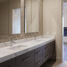 Modern Bathroom by CR Home Design K&B (Construction Resources)