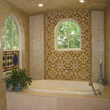 Mediterranean Bathroom avente tile