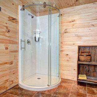 Imagen de cuarto de baño rural, pequeño, con suelo de madera en tonos medios