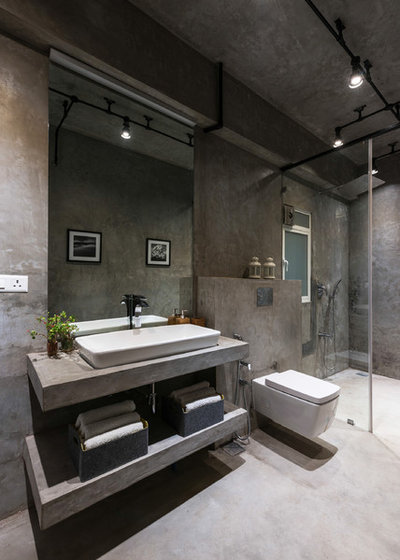 Industrial Bathroom by The Crossboundaries