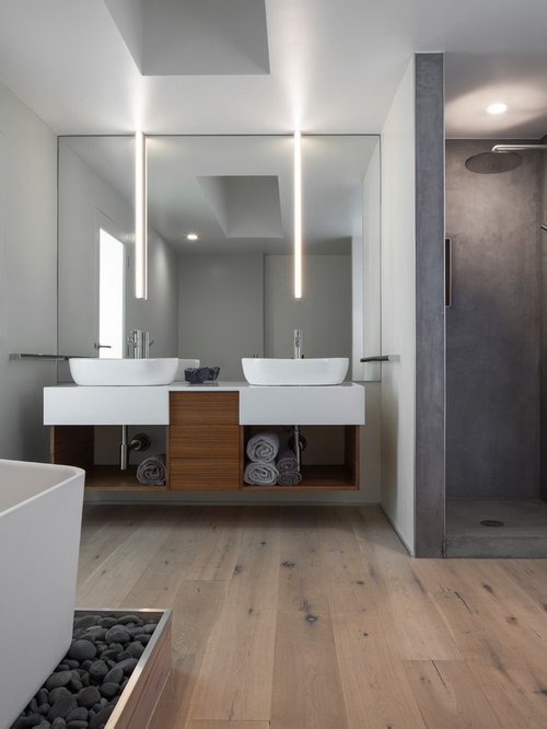 badezimmer mit hellem holzboden und eckdusche ideen design bilder houzz. Black Bedroom Furniture Sets. Home Design Ideas