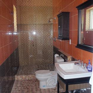 Ejemplo de cuarto de baño con ducha, clásico renovado, grande, con armarios abiertos, puertas de armario de madera en tonos medios, ducha empotrada, sanitario de una pieza, baldosas y/o azulejos naranja, baldosas y/o azulejos amarillos, baldosas y/o azulejos en mosaico, parades naranjas, suelo con mosaicos de baldosas, lavabo tipo consola, encimera de acrílico, suelo beige, ducha con puerta con bisagras y encimeras blancas