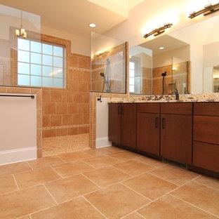 Immagine di un'ampia stanza da bagno padronale minimal con ante lisce, ante in legno bruno, doccia aperta, piastrelle arancioni, piastrelle in ceramica, pareti bianche, pavimento con piastrelle in ceramica, lavabo sottopiano, top in marmo, pavimento arancione e doccia aperta