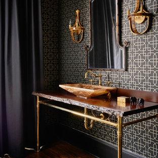 Idéer för funkis badrum, med svarta väggar, mellanmörkt trägolv och ett konsol handfat