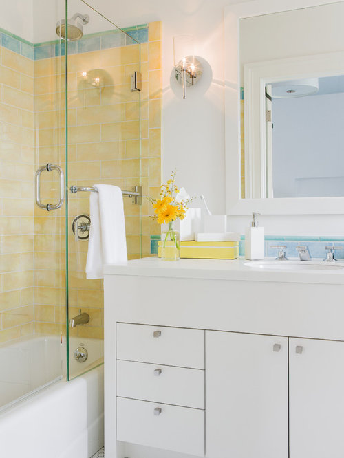 Mid sized minimalist 3 4 tub shower combo photo in Boston with anFrameless Tub Door   Houzz. Tub Shower Combo Glass Doors. Home Design Ideas