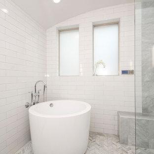 Inspiration Pour Une Salle De Bain Principale Traditionnelle De Taille  Moyenne Avec Un Placard Avec Porte