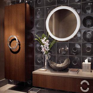 Modernes Badezimmer mit Aufsatzwaschbecken und schwarzer Wandfarbe in Miami