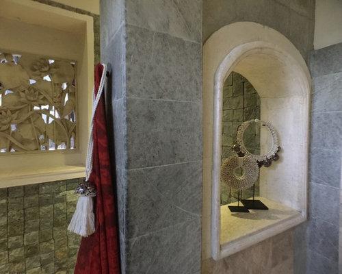 Salle de bain exotique avec des carreaux de b ton photos for Taille moyenne salle de bain